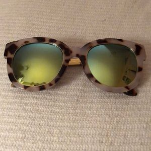 Accessories - Trendy mirrored CrushEyes sunglasses, like new!